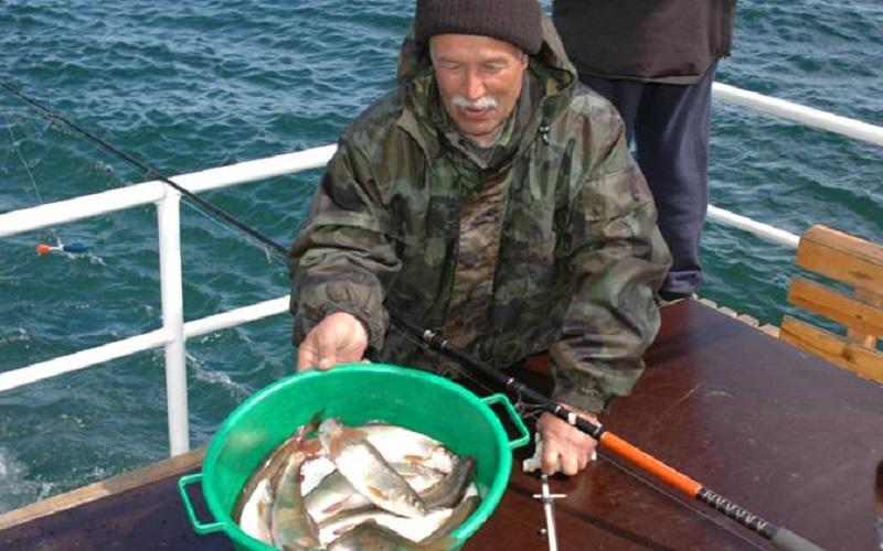 рыбалка на байкале из под винта видео